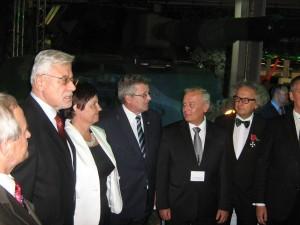 Prezydent Bronisław Komorowski nastoisku HSW - nazdjęciu m.in.Poseł Renata Butryn 2012r.