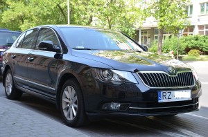 Samochód służbowy Podkarpackiego Urzędu Marszałkowskiego wRzeszowie