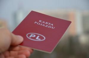 Aby odzyskać nadpłatę zawydaną kartę pojazdu należy zgłosić się doodpowiedniego wydziału komunikacji itransportu np.wPowiecie Stalowowolskim doStarostwa Powiatowego