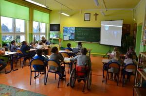 Uczniowie podczas lekcji Bezpieczny wSieci